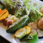 緑溢れる田園風景を眺めながら季節の野菜を食す贅沢時間/農Cafe 八十八屋(兵庫県洲本市)